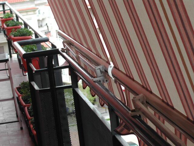 Toldo stor brazo de balc n l 39 etamin for Brazos para toldos balcon
